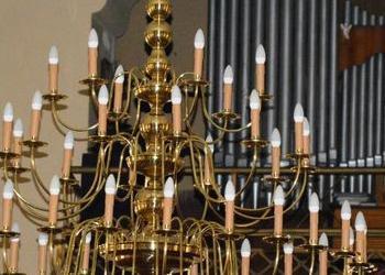 ogromny złoty ładny żyrandol 2