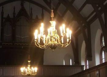 żyrandol w kościele 2