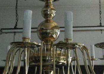 żyrandol złoty przed renowacją